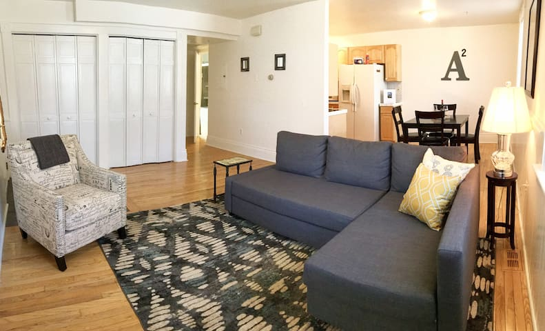 SPACIOUS CONVERTED CHURCH APT⭐️ KERRYTOWN/DOWNTOWN