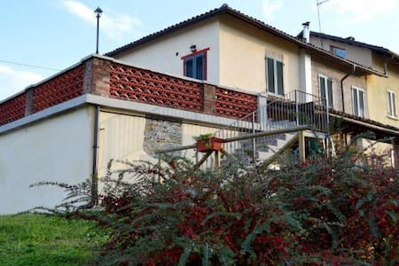 "Bed and Breakfast ""l'Antico Fienile"" - Calosso"