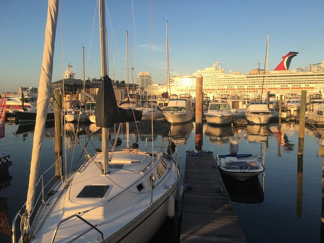 Sailboat Getaway in the Heart of Historic Old Town