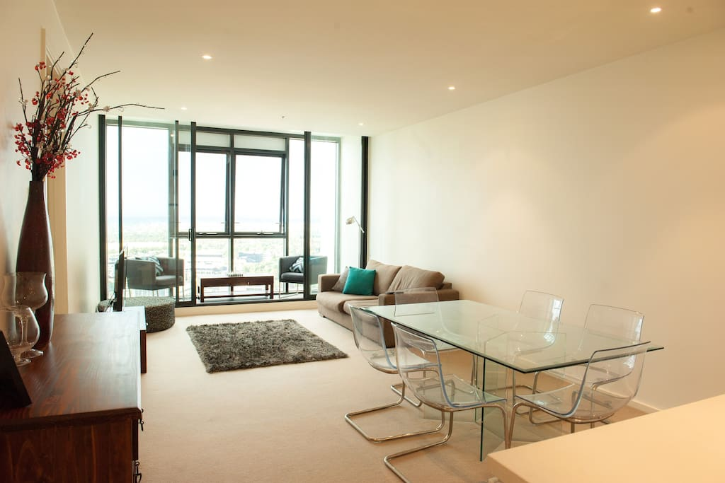 Open plan living and dining area, netflix TV, air conditioning and amazing views from the 40th floor