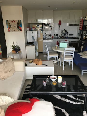 Private room in a modern 2BR apartment w A/C - Waterloo - Appartement
