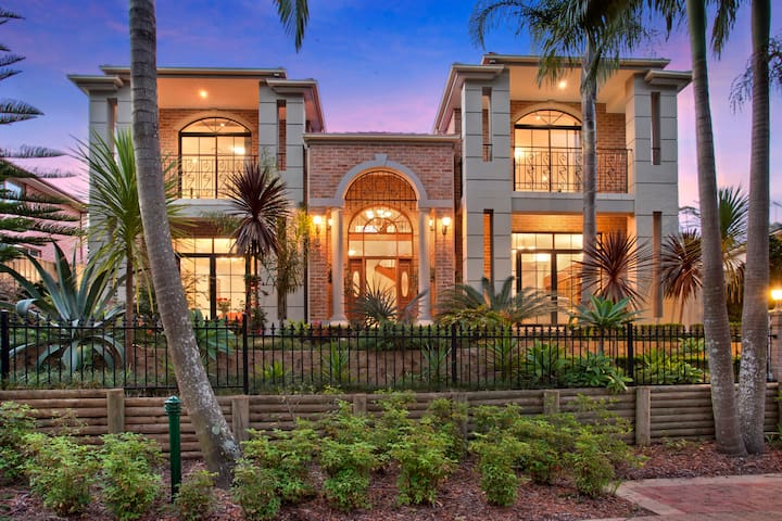 Luxury lifestyle at Frenchs Forest near beach