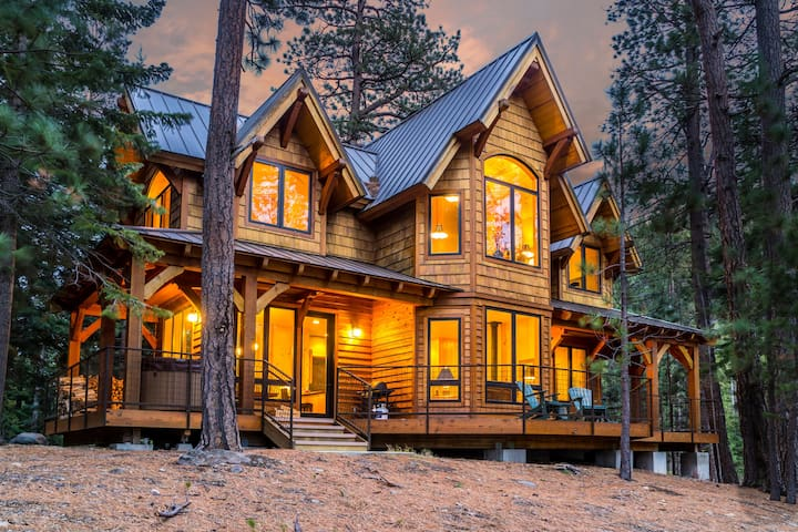 Romantic Lakeside Luxury Cabin near Tumalo Falls