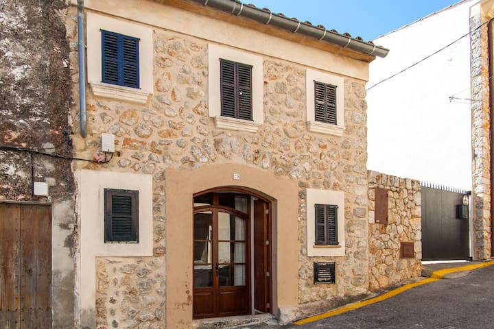 House Caimari. Cycling and Trekking License1335/16 - Caimari - Casa