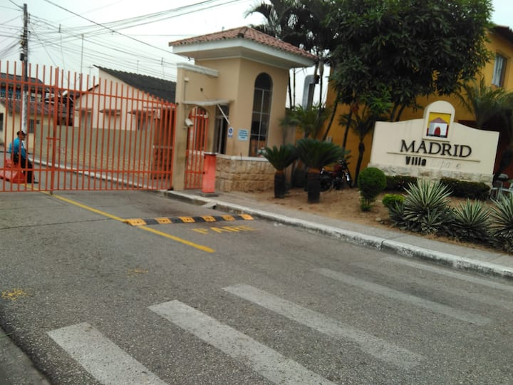 Guayaquil villa sector privado