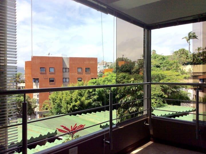 Apartamento ejecutivo moderno y cómodo.