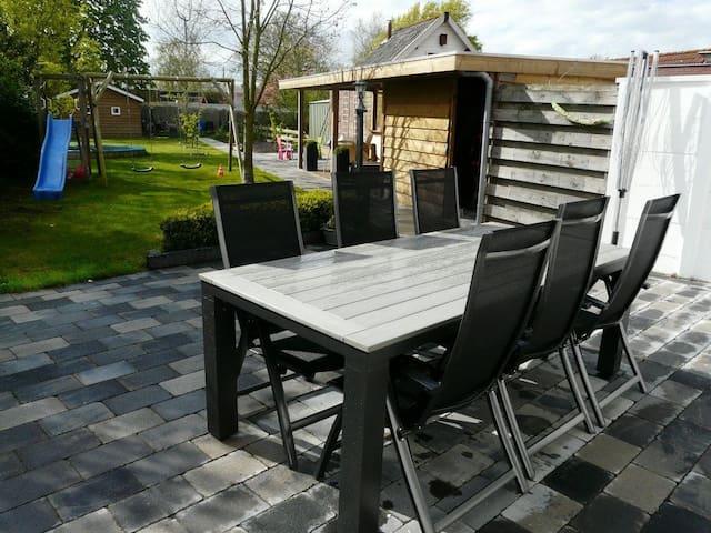 Ruime luxe woning (6p) met grote tuin nabij strand - Oost-Souburg - Dom