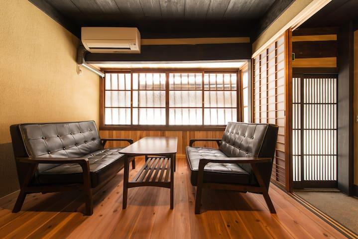 Luxurious Historical house/ 2min to STN/Free WiFi - Kyōto-shi