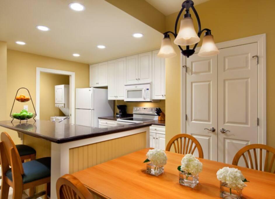 Full Size Kitchen, Washer/Dryer