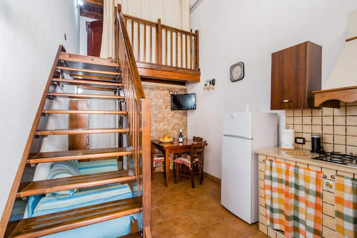 Carlotta's house with parking and wi.fi
