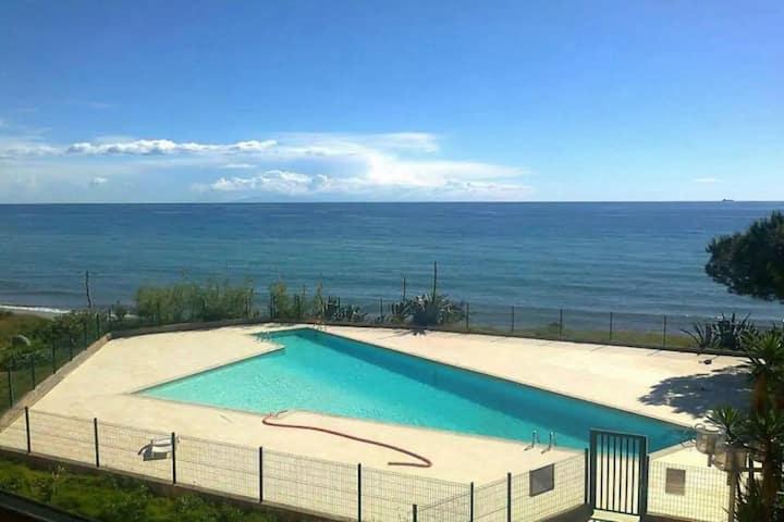 Appartement piscine et accès directe à la plage