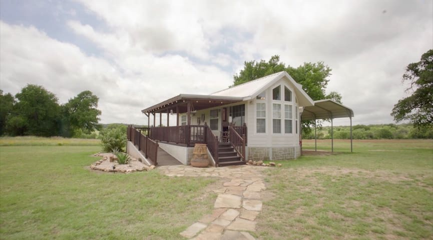 Hill Country Tiny House on 10acres Packsaddle Mtn