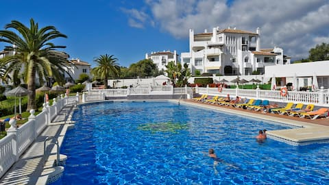 Lovely apartment great location,gardens,beach&wifi