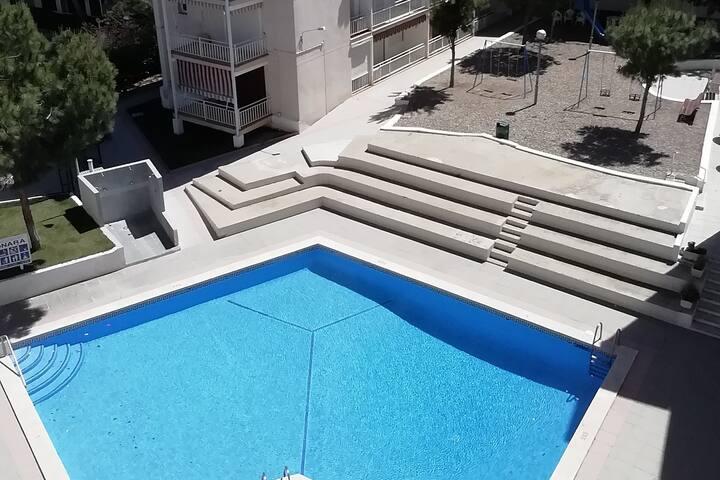 Apartamento en Salou con piscina, A/A y WIFI