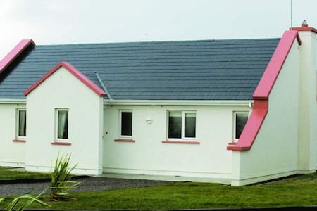 Banna Beach Resort - Tralee - บ้าน