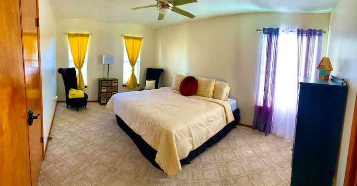 """Bee"" Private Room w/Private Bathroom West El Paso"