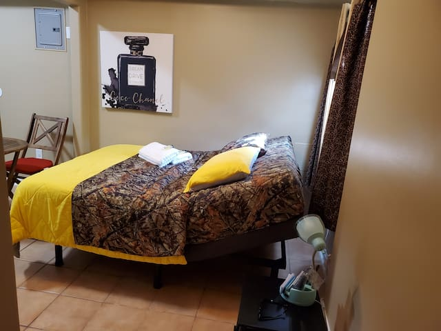 Private suite in excellent area sugarloaf highway3