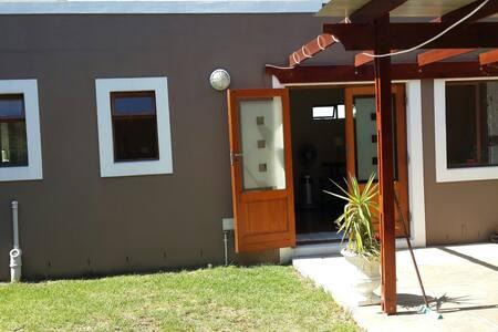 Charming seperate entrance flat - Città del Capo