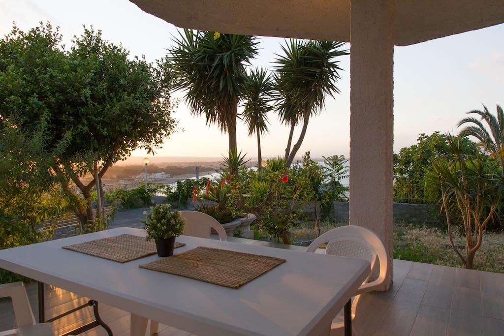 Terrazza sul mare etna siracusa taormina appartamenti in affitto a costa saracena - La finestra sul mare taormina ...