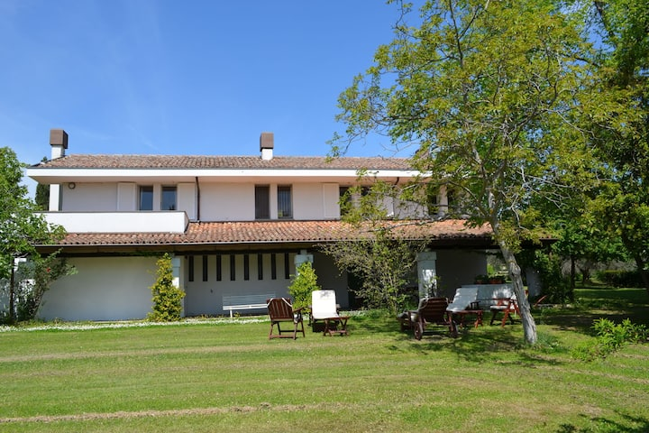 Villa with garden and splendid panorama, only a few kilometers from the coast