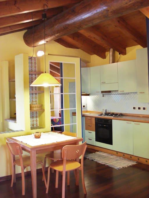 cucina e tavolo allungabile