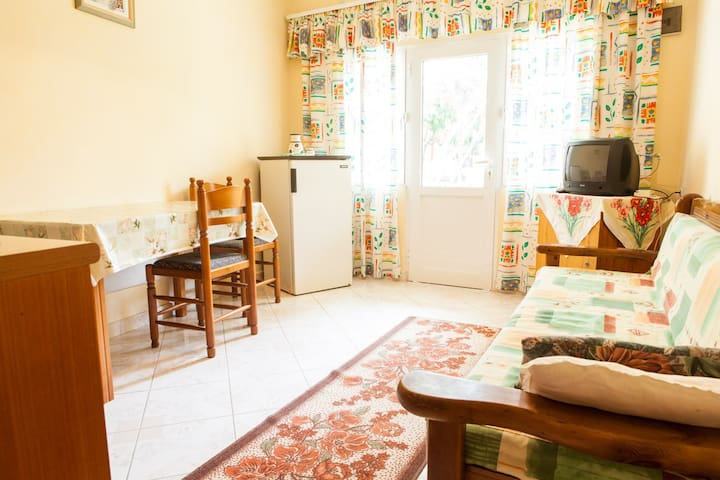 Affordable Apartment Near Center - Sarande - บ้าน