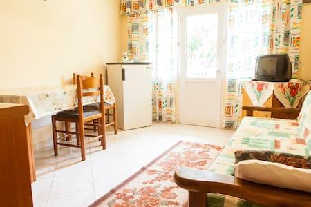 Affordable Apartment Near Center - Sarande - House