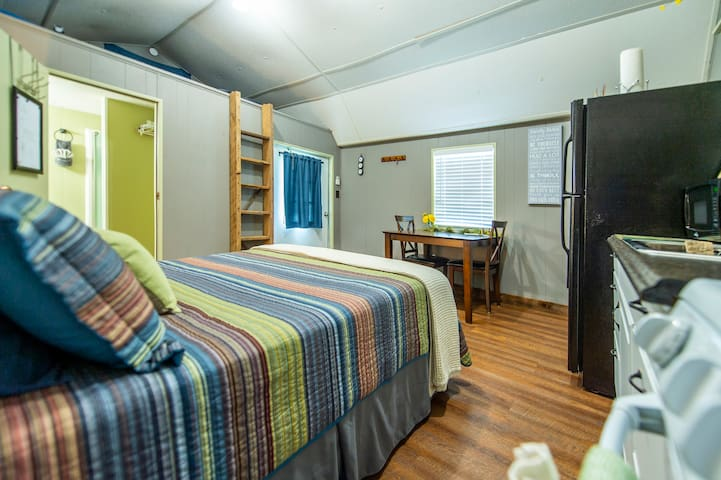 Echt GUESTHOUSE - 12 min from Magnolia & Baylor U