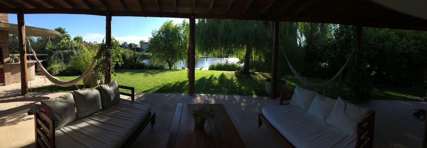 Casa MANDALA a la laguna en tigre - Benavidez  - House