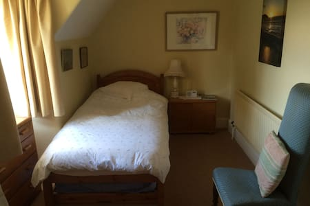 Single bedroom with trundle bed for one/two people - Wareham