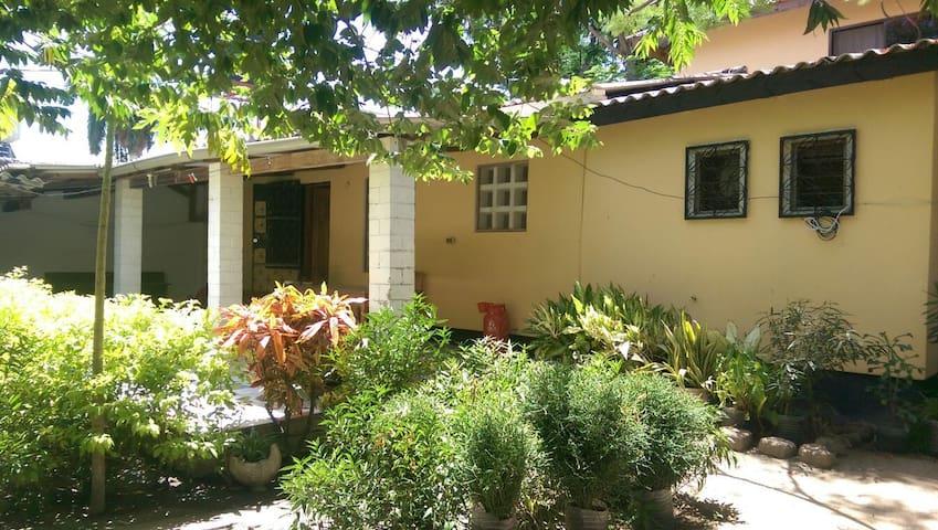 Bibi Eva's Bahari House - Dar es Salaam, TZ - Maison