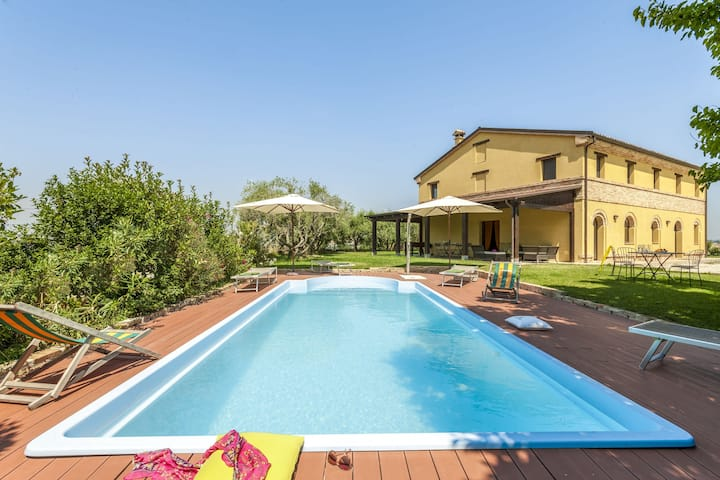 Lush Villa in Montefano with Private Pool