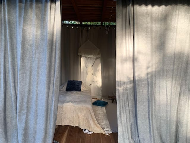 Chambre du bas. 2 lits simples.