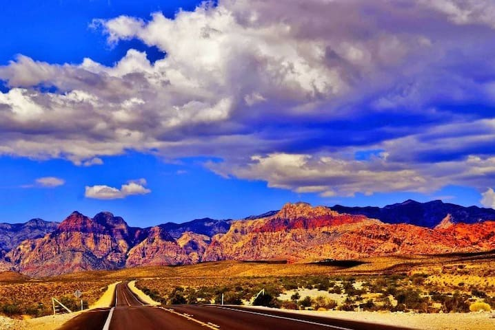 Located just mins from Red Rock Canyon.Hidden gem!