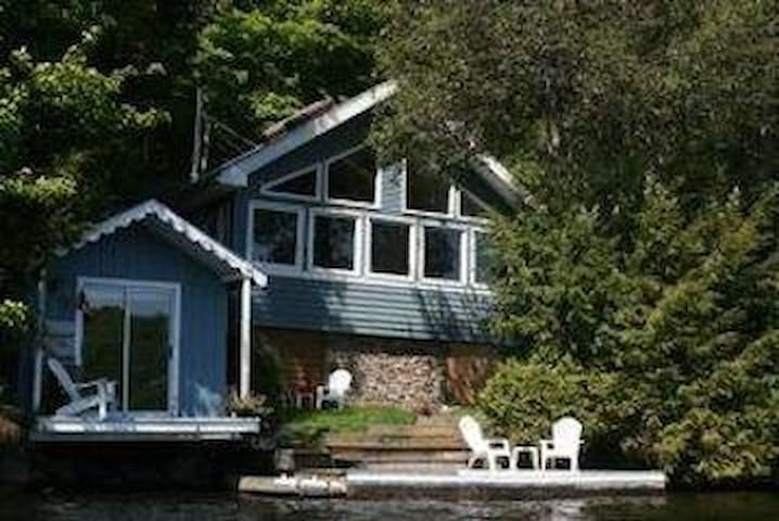 Beautiful lakefront cottage in Haliburton