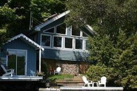 Beautiful lakefront cottage in Haliburton
