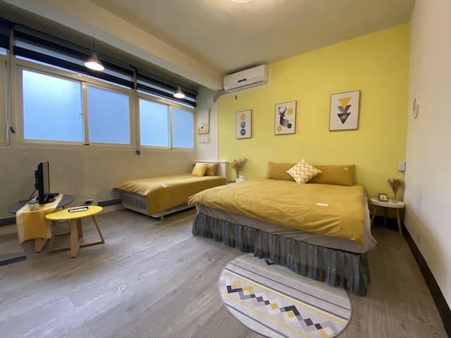 Taichung City 台中市 40坪獨棟平房 兩客房可容納5-7人含廚房客廳 適合家族旅遊