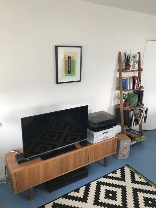 The open-plan living area has a smart TV and sound bar with both Apple TV and Netflix. Plus there's a stereo and turntable to enjoy.