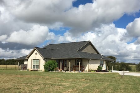 Beautiful Country Home Getaway - Coupland - Casa