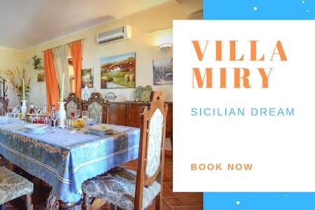 Villa Miry ☀️ Immersa nel Verde [Clima + Wi-Fi]
