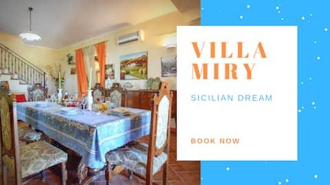 Superb Villa with Garden ☀️  [Clima + Wi-Fi]
