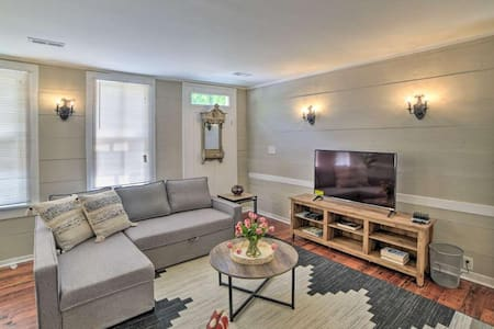 Petersburg Apt. w/ WiFi - Walk to Old Towne!
