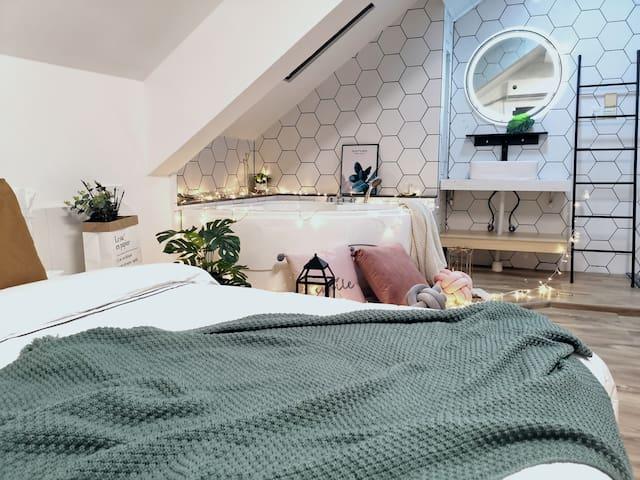 婺源县菲宿不渴/天窗星空浴缸大床房
