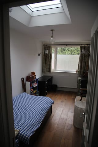 Bright single room by Shooters Hill