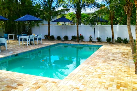 FLAMINGO #3 BEACHFRONT 2BED WITH POOL - Fort Myers Beach - Apartment