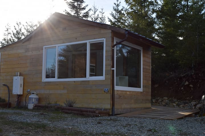Wynde Songe Cabin - off grid tiny house - Glamping