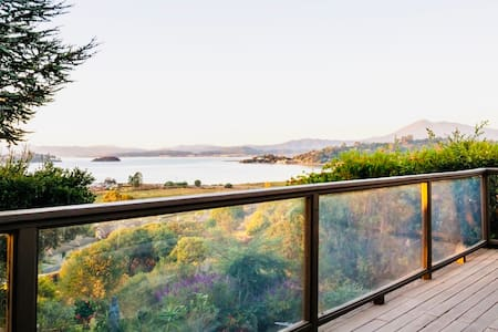 3 BD/2 BA SAN RAFAEL HOME W/ VIEWS OF BAY & MT TAM