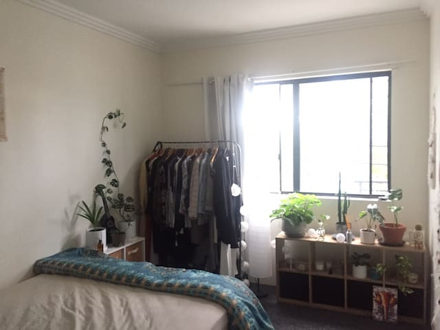 Private double room in the heart of Erskineville.