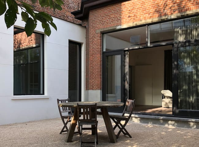XLSR, lightfull garden apartment, perfect location