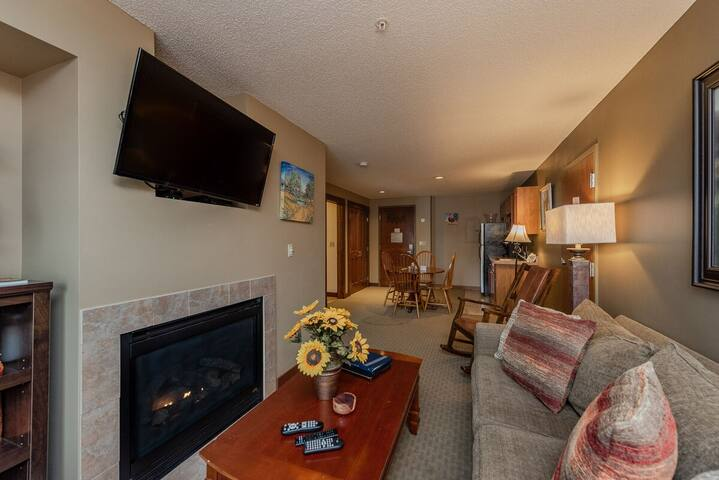A211- One bedroom lakefront suite w/ private bedroom!